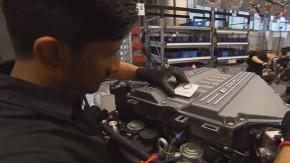 É assim que os motores AMG são montados à mão