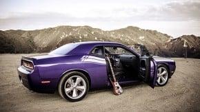 Um Dodge Challenger, um baixo Rickenbacker e as montanhas de Los Angeles