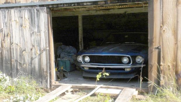 Este Mustang Boss 302 1969 ficou abandonado em um galpão por 40 anos