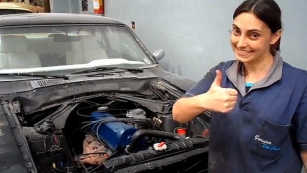Thais Roland resolve os problemas no cabeçote do seu Ford Maverick