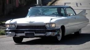 Cadillac Coupe Deville 1959: o American Way of Life sobre rodas