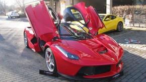 A primeira LaFerrari está à venda com ágio de € 1 milhão. Vai encarar?