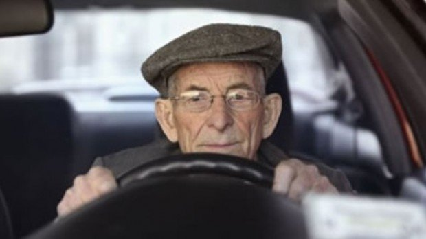 xlarge_elderly_driver_01
