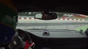[ Vídeo ] Porsche 911 GT3 perde controle a 260 km/h e sofre acidente assustador na Espanha