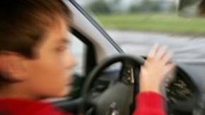 Garoto de dez anos é flagrado dirigindo sozinho em rodovia na Bahia