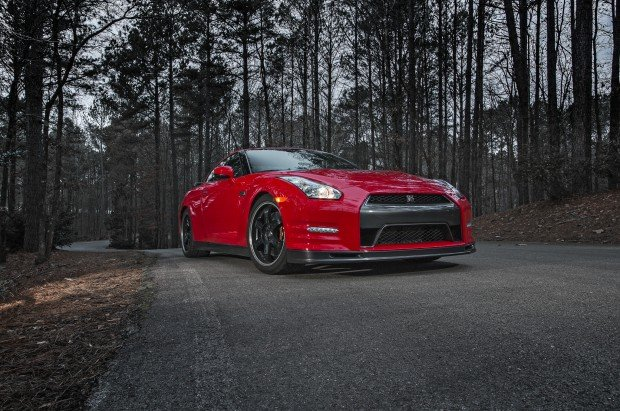 2014-Nissan-GT-R-Track-Edition-front-three-quarters