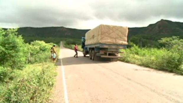 Nesta ladeira em Pernambuco, os carros descem para cima