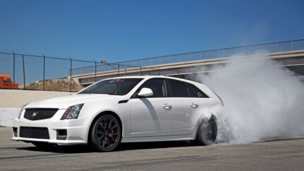 D3-cadillac-CTS-V-wagon-front-three-quarter-burn-out-640x360-620x349