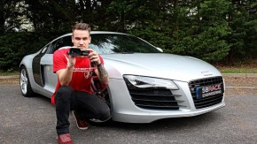 YouTube compensa: jovem usa dinheiro ganho com canal de supercarros para comprar um supercarro