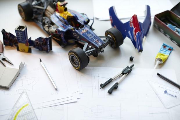 Rennauto, Modell mit Bastelwerkzeug