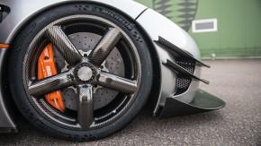 Koenigsegg ensina a arte de fazer rodas de fibra de carbono