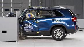 SUVs médios vão mal em testes de colisão nos EUA