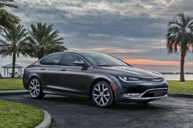New-Chrysler-200-front-side-silver