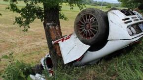 Nãããão! McLaren F1 MSO bate feio em uma árvore na Itália