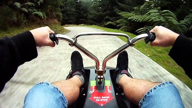 Favoritos Rotorua Luge: meio trenó, meio carrinho de rolimã, totalmente  RU77