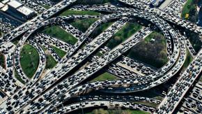 A solução para os congestionamentos não será abrir ruas nem investir em transporte coletivo