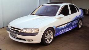 Este Opel Vectra com motor V6 está à venda no Brasil
