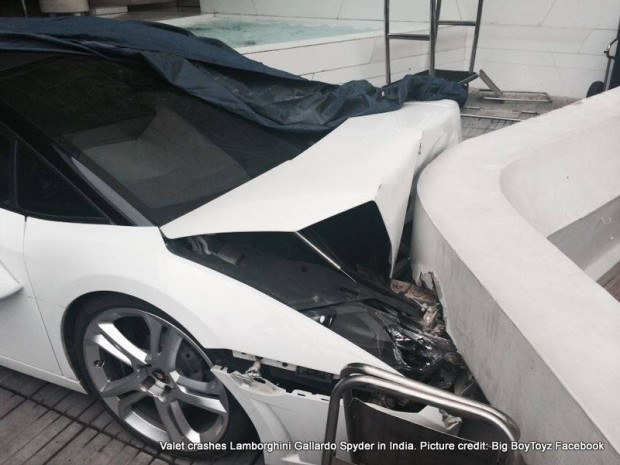 800x601xLamborghini-Gallardo-Spyder-crash.jpg.pagespeed.ic.qJfG3hG0OJ
