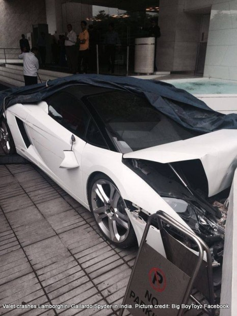 Lamborghini-Gallardo-Spyder-crash-India