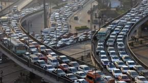 Como o fechamento de vias expressas podem ajudar a reduzir os congestionamentos