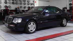 Que tal um belo cupê Mercedes-Benz de seis cilindros pelo preço de um popular 0km?