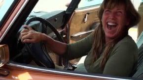 Filho surpreende a mãe com o carro dos seus sonhos: um Saab 99 1973