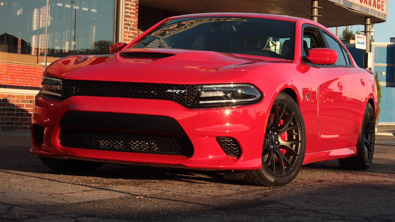 Dodge Challenger Antigo V8 >> Com 717 cv, o Dodge Charger SRT Hellcat é o sedã de fábrica mais potente do mundo - FlatOut!