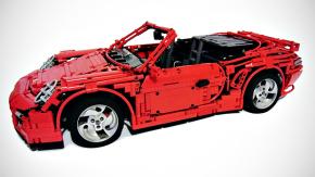 Este Porsche 911 Turbo Cabriolet de Lego tem motor e câmbio PDK funcionais e até capota elétrica!