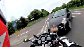Motociclista filma seu próprio acidente fatal e vídeo se torna campanha de conscientização