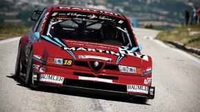 Subindo as montanhas com o Alfa Romeo 155 V6 Ti da DTM — e seu ronco de F1