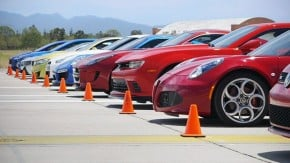 """De Golf GTI a Nissan GT-R Nismo: dez esportivos e """"a maior corrida de arrancada do mundo"""""""