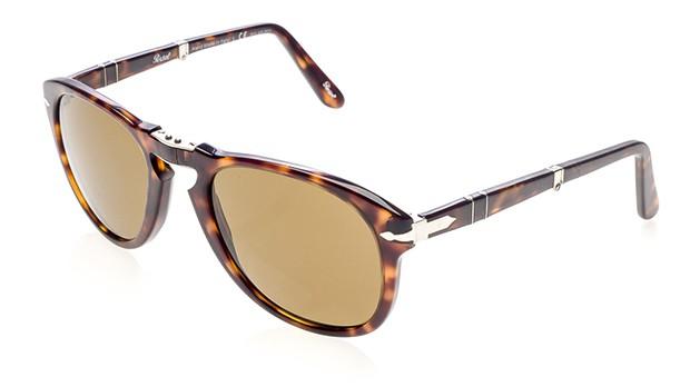 4f1099d136ec5 Não precisamos dizer mais nada, mas vamos dizer mesmo assim. Até porque,  embora todos associem o Persol 714, modelo de óculos escuros dobrável  inspirado no ...