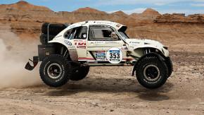 Este Fusca com motor V6 turbodiesel e as cores do Herbie é o carro mais incrível do Rali Dakar