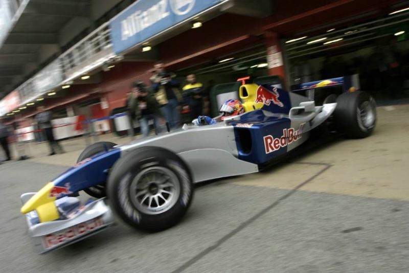 1329bffbb8 Uniforme provisório  as melhores pinturas de testes da Fórmula 1 ...