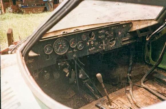 carros-de-corrida-abandonados (2)