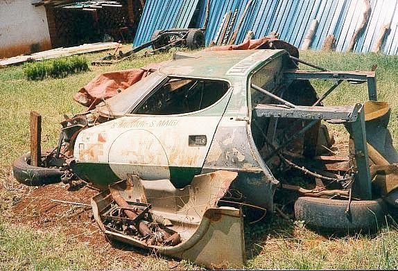 carros-de-corrida-abandonados (3)