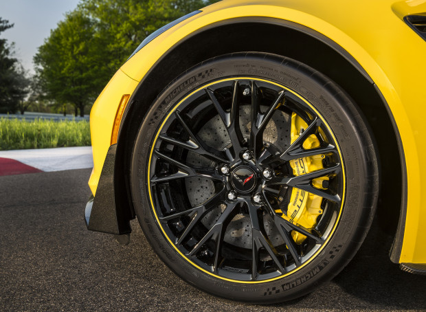 2016-Chevrolet-Corvette-Z06-C7R-Edition-7