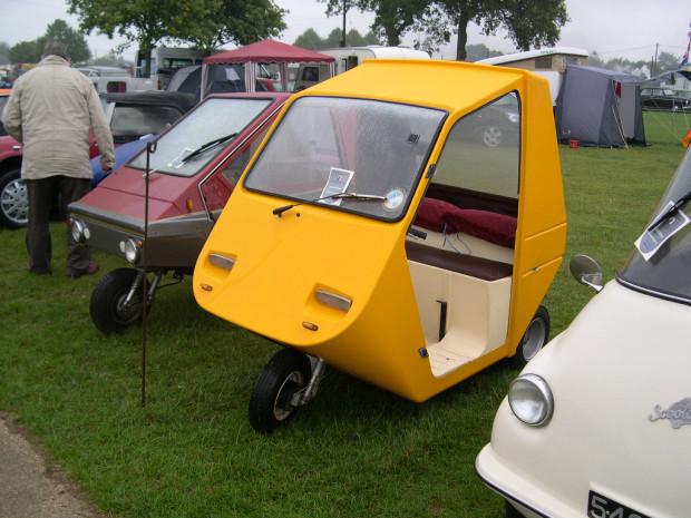 O Arola 10 (o amarelo) é considerado o primeiro VSP bem sucedido. Tinha só três rodas, guidão e banco reto.