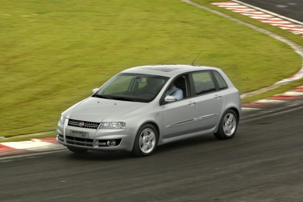 O Ministério da Justiça determinou que a Fiat substituísse os cubos de roda do Stilo, que poderiam fazer a roda se desprender do modelo. A marca contestou, dizendo que os cubos eram seguros, mas teve de trocá-los mesmo assim