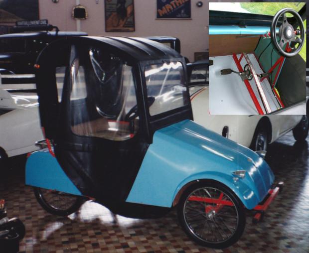 O Bellier Véloto tinha motor de mobilete e partida por pedais (no detalhe à direita)