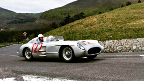 Mercedes-Benz 300 SLR e Stirling Moss de volta à Itália 60 anos após a vitória na Mille Miglia