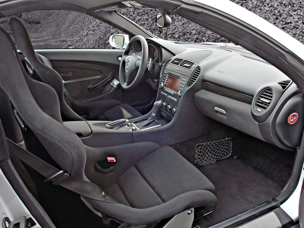 2007-Mercedes-Benz-SLK-55-AMG-Black-Series-Interior-1280x960