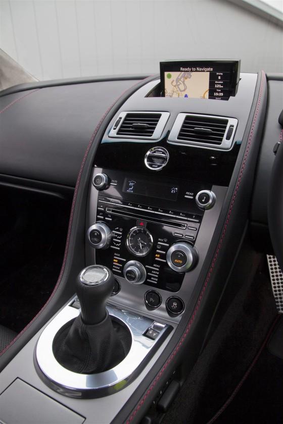 Aston-Martin-V8-Vantage-cambio