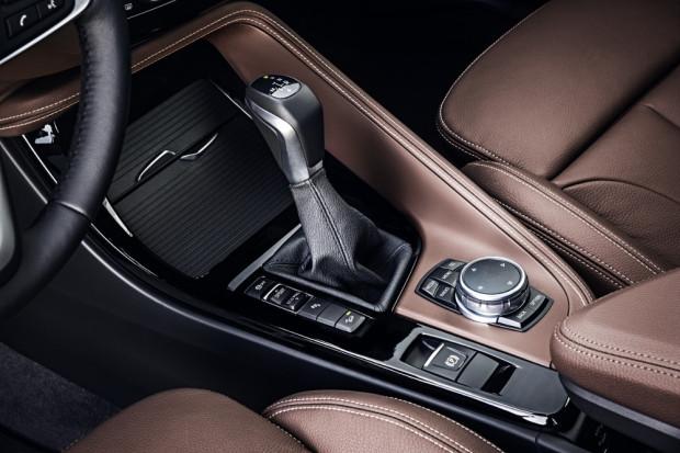 BMW-X1-2016-interior-13