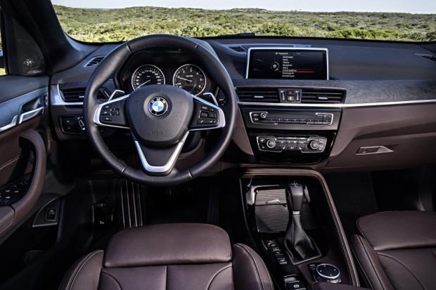 BMW-X1-2016-interior-17