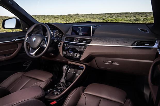 BMW-X1-2016-interior-18