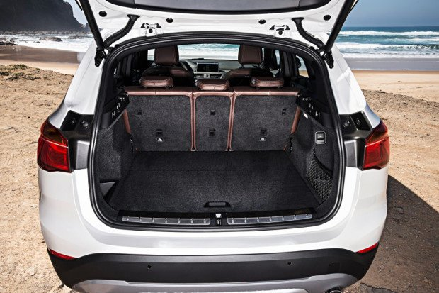 BMW-X1-2016-interior-27
