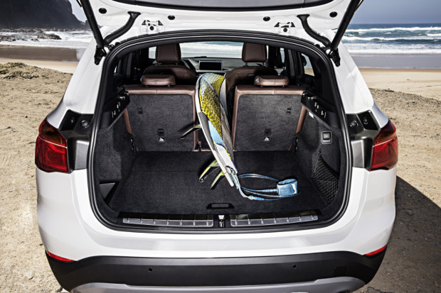 BMW-X1-2016-interior-30
