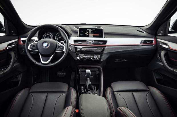 BMW-X1-2016-interior-5