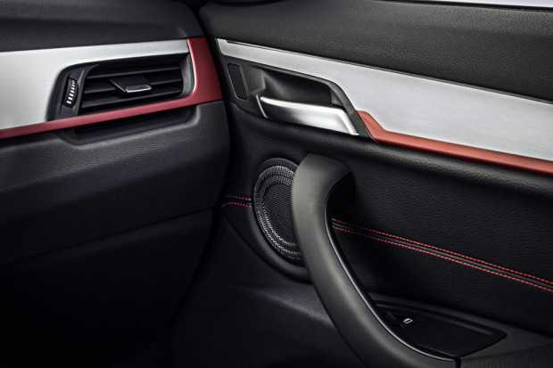BMW-X1-2016-interior-7